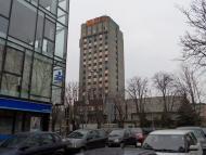 изглед от ЦЕНТЪР НАЧАЛО към  улицата, насреща е Община Варна
