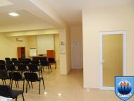 зала, коридор към санитарни помещения