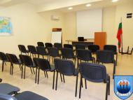 изглед конферента зала отзад - напред