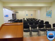 изглед от банката за речи към залата